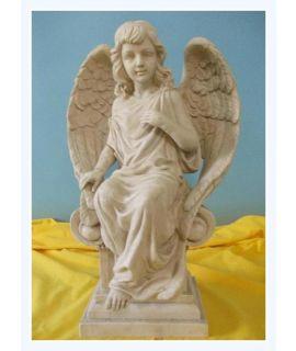 Anielica siedząca na filarze