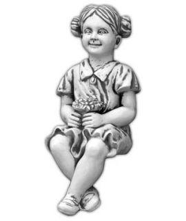 Dziewczynka z kwiatami siedząca