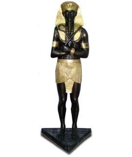 Faraon na trójkątnej podstawie
