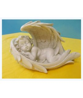 Aniołek śpiący w skrzydle