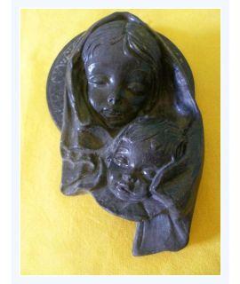 Maryja z Jezusem płaskorzeźba