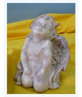 Aniołek z uniesioną głową