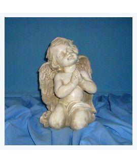Duży modlący się aniołek