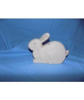 Piękny królik gipsowy