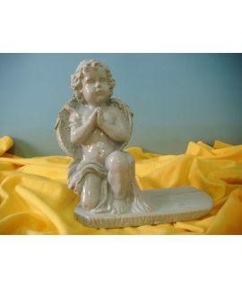 Anioł na podstawie modlący się