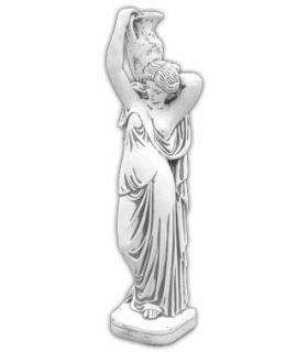 Kobieta z dzbanem na ramieniu