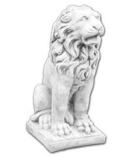 Lew siedzący z otwartym pyskiem