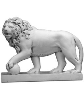 Lew z łapą na kamieniu lewy