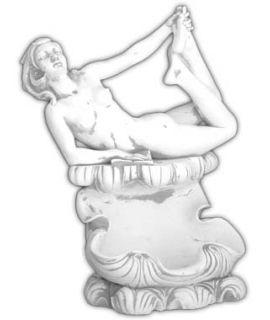 Naga leżąca kobieta na muszli