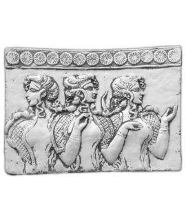 Płaskorzeźba trzy kobiety